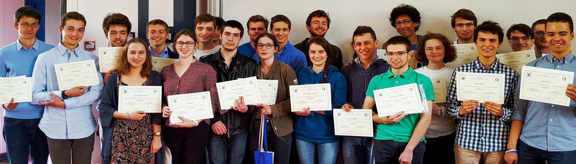 Remise des diplômes aux participants au stage de l'ENS